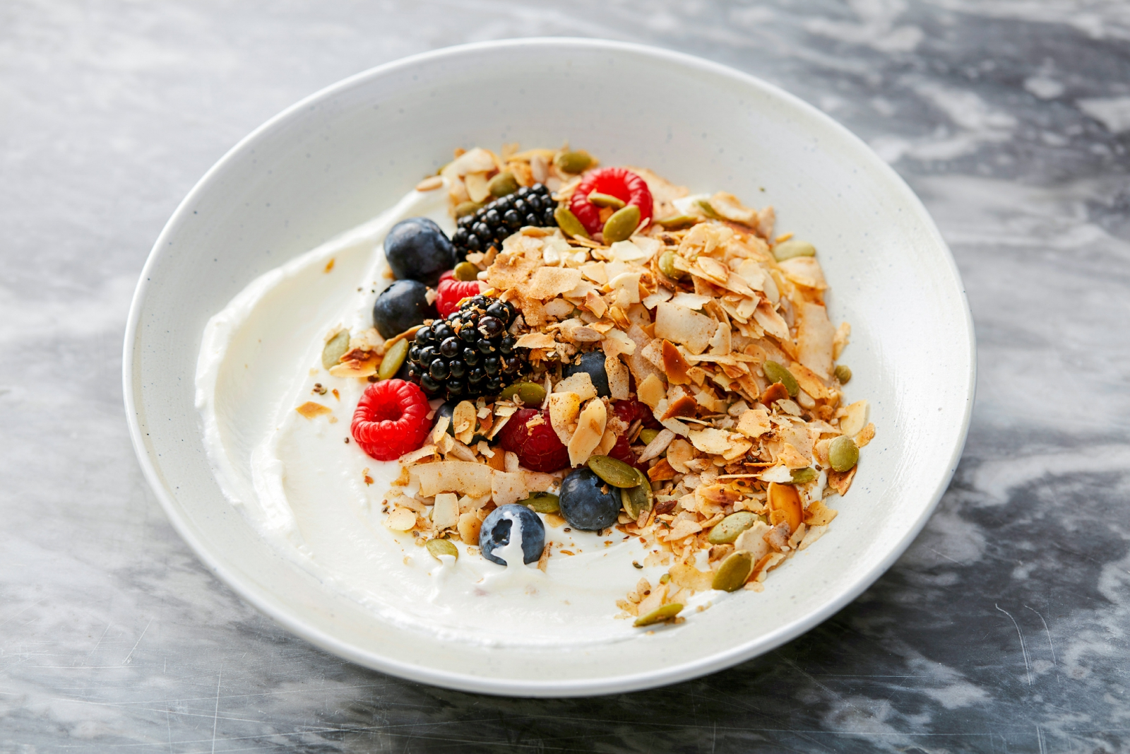 Keto Granola Bowl met Homemade Kokosyoghurt - ALL GOOD Kaneel Keto Granola